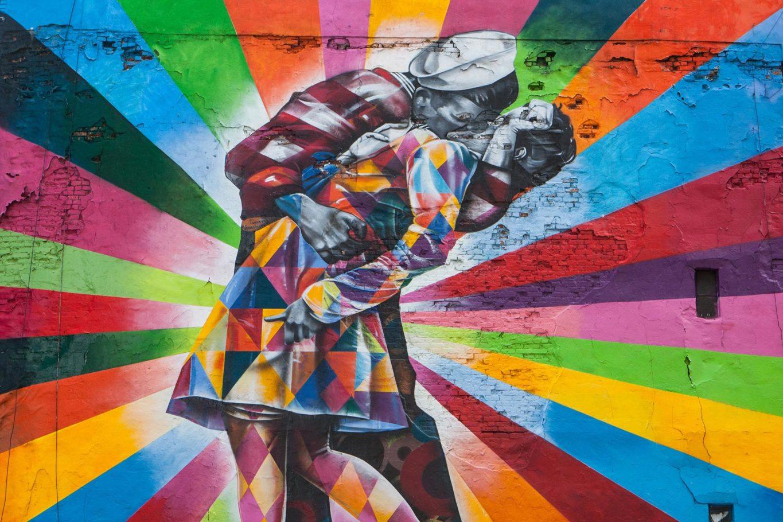 Vibrant Kiss by Eduardo Kobra